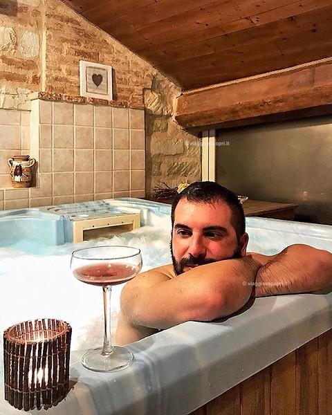 Oggi mi godo il meritato relax e... tanti auguri a Lele (@lelelatta) 😘 Questa meraviglia è l'idromassaggio nella SPA Divinum, la SPA privata di Ca San Sebastiano, una splendida struttura nel Basso Monferrato a #Camino, provincia di #Alessand