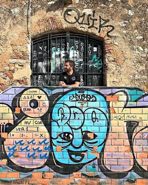Colore, colore, colore! La vita è fatta di mille sfumature e io amo godermele tutte, sopratutto quando viaggio. Uno scatto dal lungomare di #Faro, 20º e l'inverno non fa paura. Quanta voglia di tornare in #Algarve, e tu ci sei mai stato? #Portogallo . . .