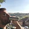 Sole in faccia, cielo terso e le #Langhe sullo sfondo. Una pausa con il #mentaldrink made in Biella e sono pronto a ripartire. I giorni passati sono stati un concentrato di #eccellenzainpiemonte passata e moderna, culturale ed enogastronomica. #NaturalBoo
