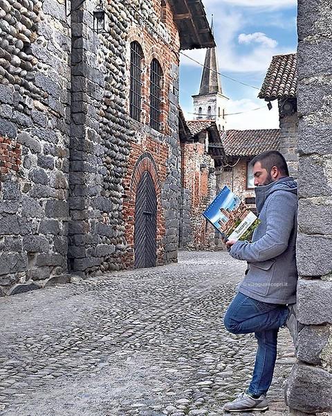 Passeggio tra i borghi biellesi e intanto studio il mio prossimo viaggio tra i #borghitoscani. Tra un borgo e l'altro quanto può essere bello il nostro paese? La nuova collana @deagostini_official sui #borghideuropa ne è una conferma e ci spiega quanta me