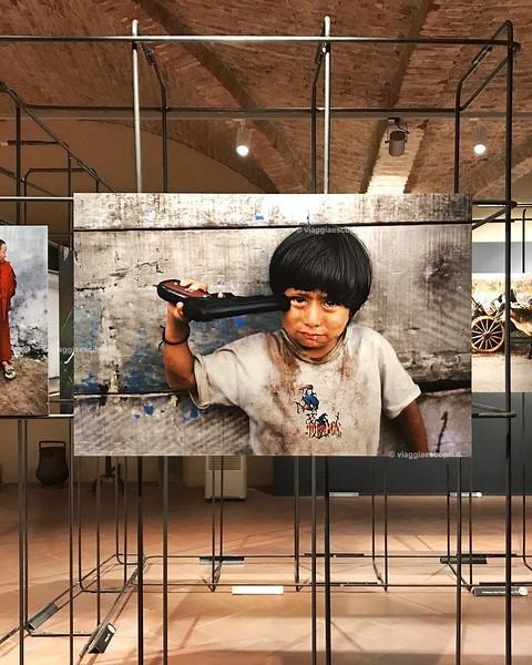 Storie ed emozioni alla mostra fotografica di Steve McCurry al Museo Civico di #Sansepolcro. Alcune immagini son riuscite a farmi venire la pelle d'oca, è una collezione di scatti imperdibile! #visitsansepolcro #insolitaitalia #Toscana #ad @stevemccurryof