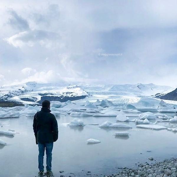 #rainbowRTW - Momenti di meraviglia di fronte alla #Fjallsárlón Glacier Lagoon, una delle meraviglie imperdibili dello #Skaftafell National Park in #Islanda. #leviedelnord #visiticeland