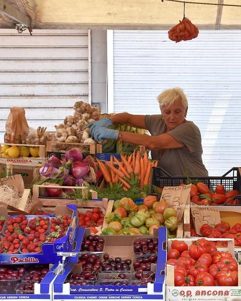 #Livorno è una città con più anime e una di queste di certo è il mercato. Da sempre città di commercio e mix di culture, Livorno non ci ha deluso mostrandoci la sua anima vivace e colorata, la sua multietnicità e le atmosfere di una località da vivere. #L