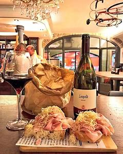 Tra i ricordi del #FriuliVeneziaGiulia conservo i sapori, al @bottegonsanvito abbiamo avuto modo di assaggiare delizie locali che ricordano i gusti del territorio, come il prosciutto cotto di Trieste e cren accompagnato dal buon Merlot consigliato dall'os