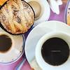 Risvegli napoletani con il verso giusto. Quanto mi manca la colazione a Casa del Monacone, la pastiera è deliziosa e con il caffè amaro è un ottimo connubio. #Napoli 💙 #insolitaitalia #insolitacatacombe #catacombedinapoli #ad #incollaborazionec