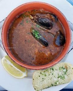 Piatti che racchiudono tutto il sapore di un'isola, l'aljotta soup è una tipicità dell'isola di #Gozo, saporita e sfiziosa racchiude i sapori del mare e di una #Malta da gustare! 😋 #visitMalta #rainbowrtw
