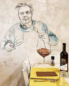 Una giornata alla scoperta di una #FirenzeInsolita, tra street food e street art, ma anche arte sui muri delle trattorie del quartiere San Nicoló, in Oltrarno, dove a pranzo è impossibile sentirsi solo. Sei mai stato alla scoperta di questo volto della ci