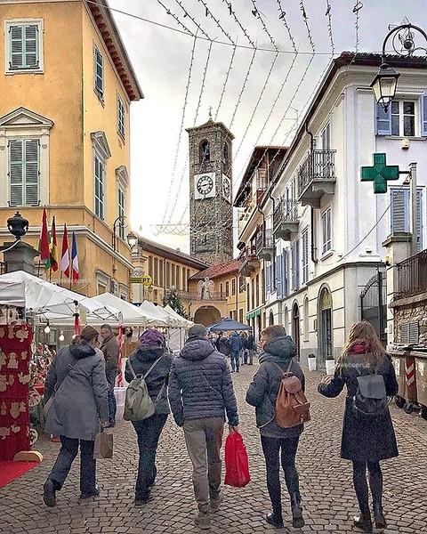 Domeniche prenatalizie nella provincia di #Biella, anche qui in alto #Piemonte sono iniziati i mercatini di #Natale e qui a #Sordevolo il #MercatinodegliAngeli è ormai io dei più attesi. Magari puoi trovare un regalo inaspettato, oppure anche solo fare du