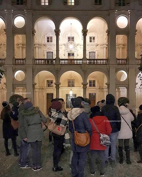 Turin, Italy  Splendida serata ieri per la #TorinoSotterranea, l'escursione dura più di 3 ore e tocca 4 location sotterranee storicamente importanti per la città. In questa foto ci trovavamo a Palazzo Saluzzo Pesana poco prima di visitare l'ultima tappa,