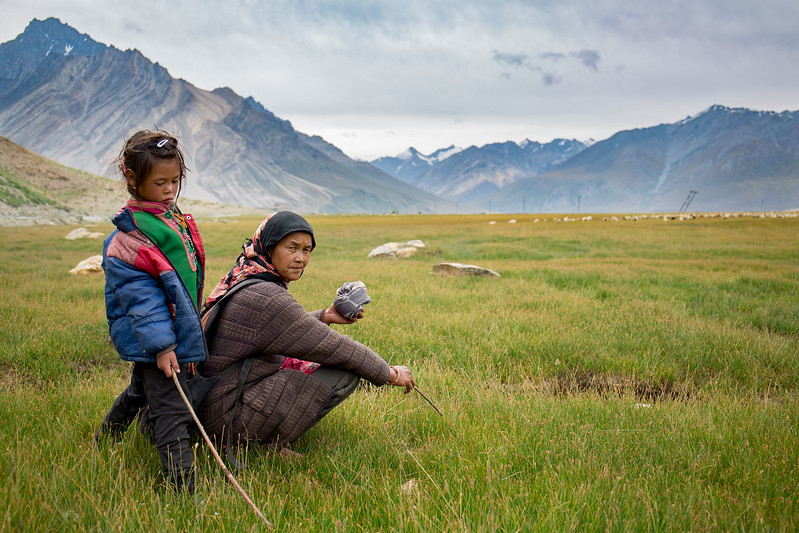 Shepherd lady and daughter. Rangdum. Suru valley.