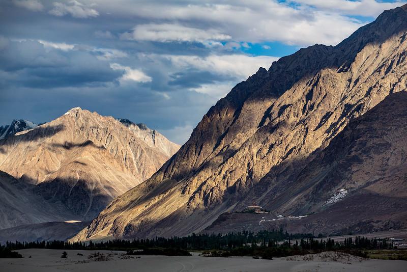 Hundar sand dunes. Diskit Monastery. Nubra Valley.