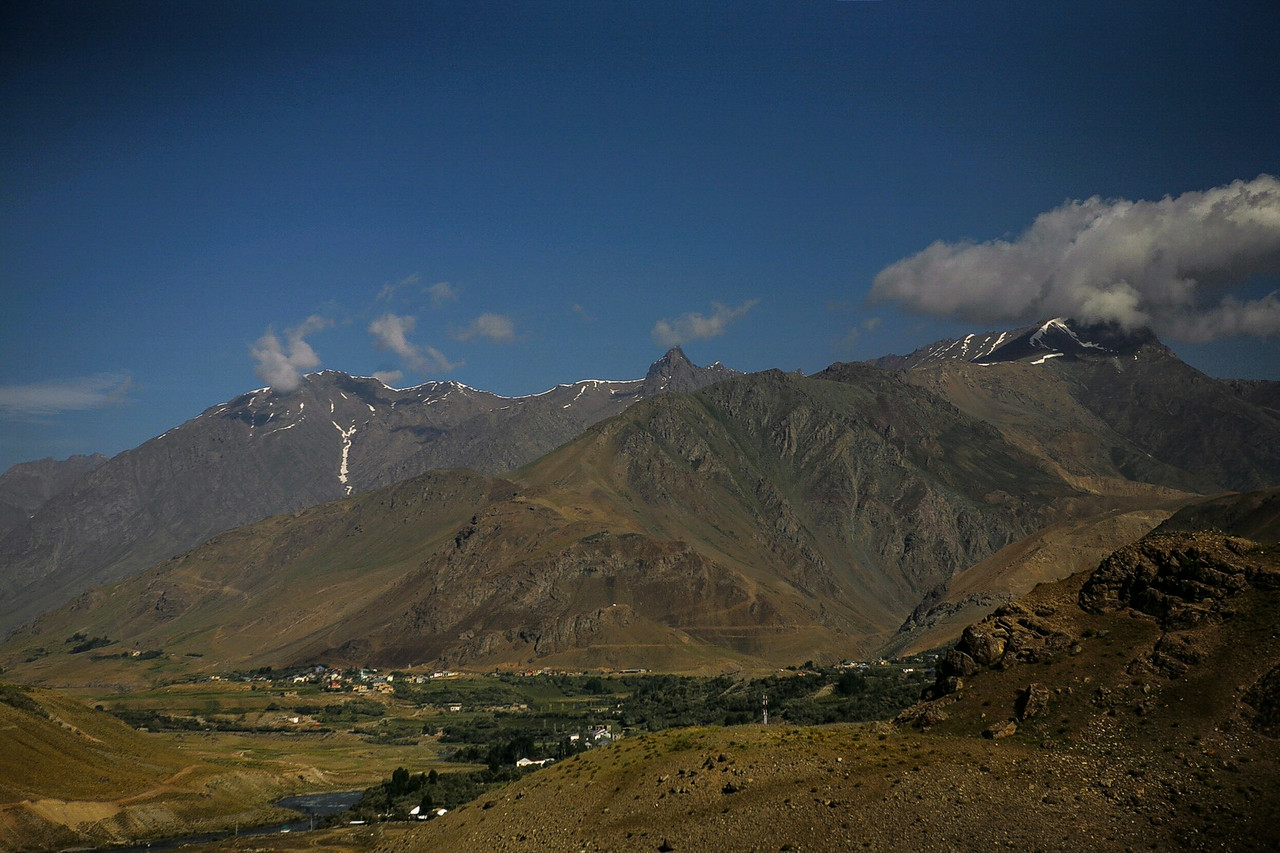 Landscape from Drass to Kargil is dominantly brown from the barren Greater Himalayas, snow almost melted in the summer, with the greens indicating a village.