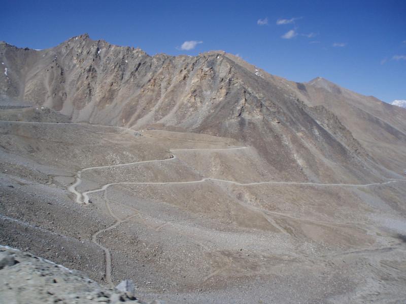 the road leading to Khardung-la
