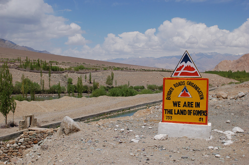 Sign by the BRO (Border Road Organization).
