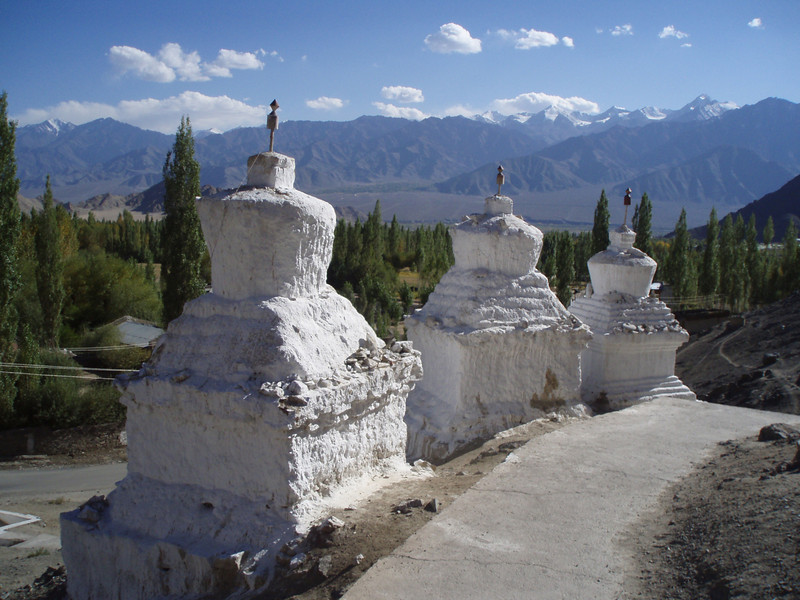 chortens on the climb to Shanti Stupa