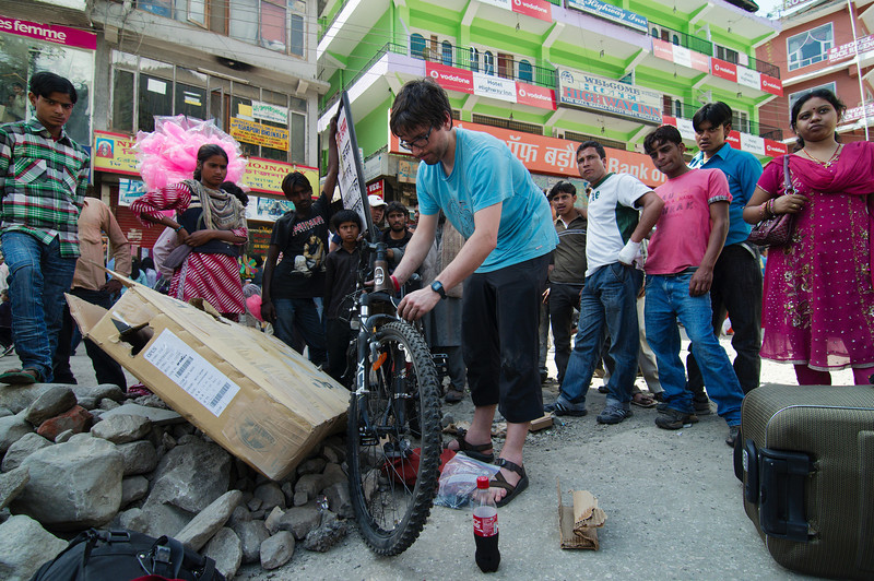 Unpacking our bike boxes outside the Manali bus station