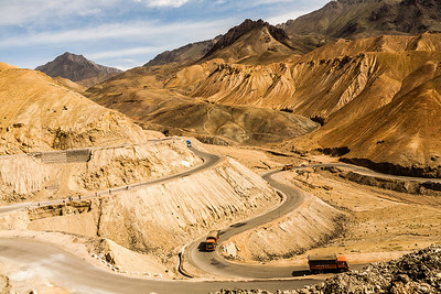 Fotu la is the last and the highest mountain pass on the Srinagar-Leh highway. The roads are in an excellent condition and it is a pleasure to drive.