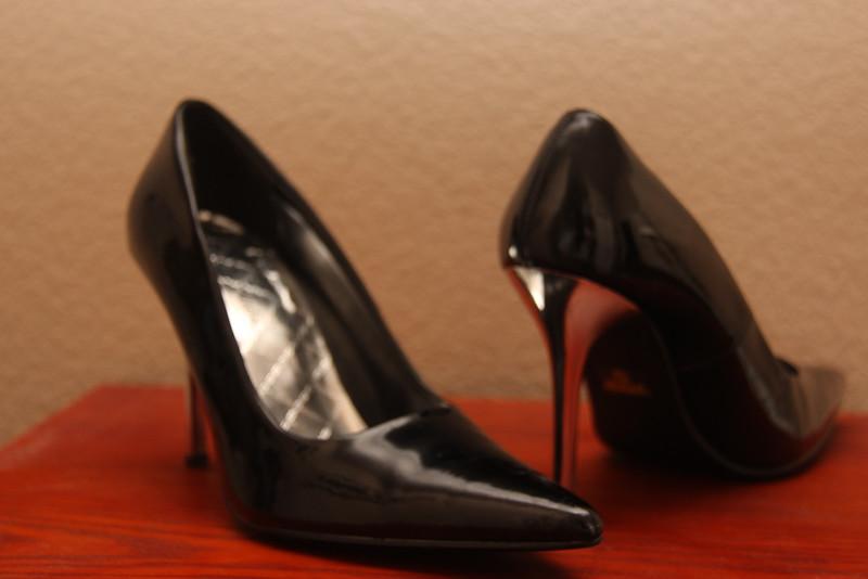 Delicious Silver-Heel High Heel Pump (Black) - Size 7.5