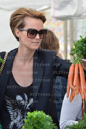 Laeticia Hallyday and her grandmother Nikos are making grocery shopping at the Farmers Market in Pacific Palisades