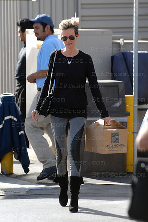 "Laeticia Hallyday with her family make grossery shopping at the Seafood Market in Santa Monica, she bought wild saumon and enough to make a giant ""Plateau de Fruits de Mer""."