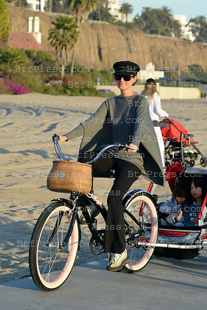 Laeticia, her grandmother Nikos, Jade,Joy and the nanny cruise on bicycle in Santa Monica on the shore. Jade and Joy was in the trailer behind Laeticia.
