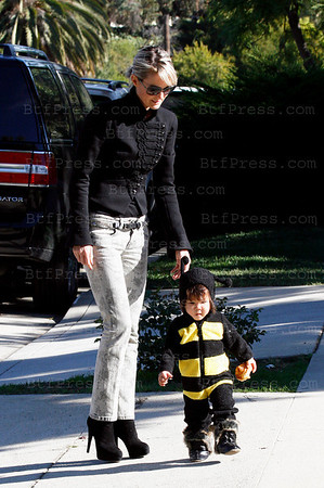 EXCLUSIVE-Laeticia Hallyday during Halloween with her two childs in Los Angeles,California.