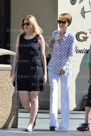 Exclusive__ Laeticia Hallyday and her friend Amanda take some time together.