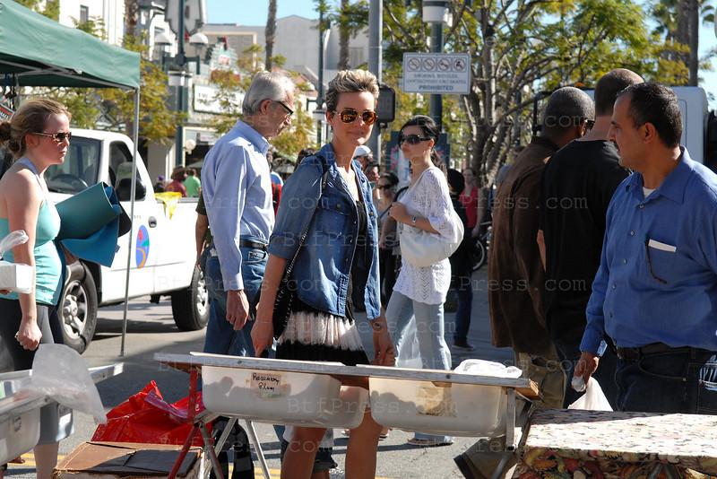 Laeticia Hallyday at the Santa Monica Farmers Market with family.