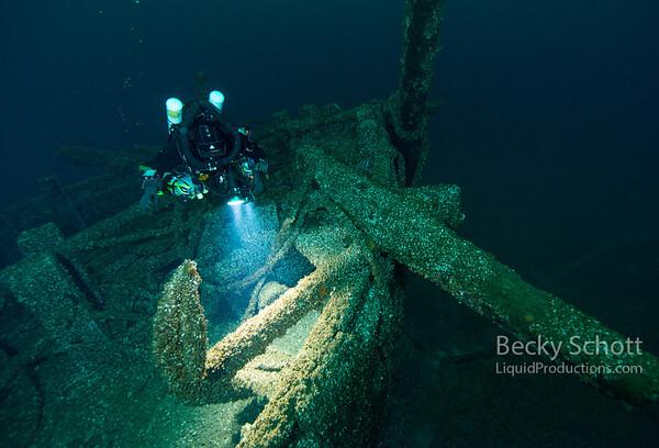 Windiate anchor on bow
