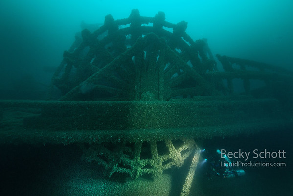 Side paddle wheeler Detroit in 200ft of water