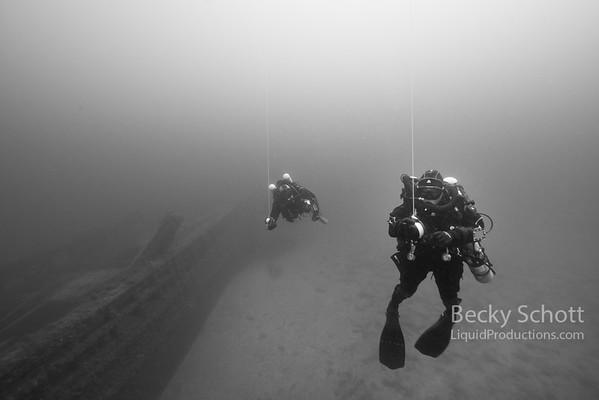 2 ccr divers doing deco