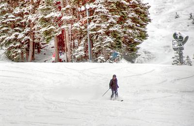 downhill-skiers-5