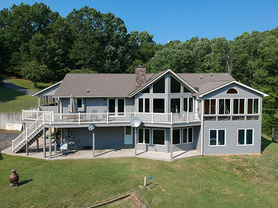 4BR 3BA home with plenty windows and outdoor space to enjoy the lake
