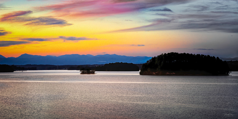 Lake Keowee_Sunset_2-1 pano-2C.jpg