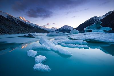 Icebergs in Tasman Glacier terminal lake & Aoraki Mount Cook, Tasman Glacier