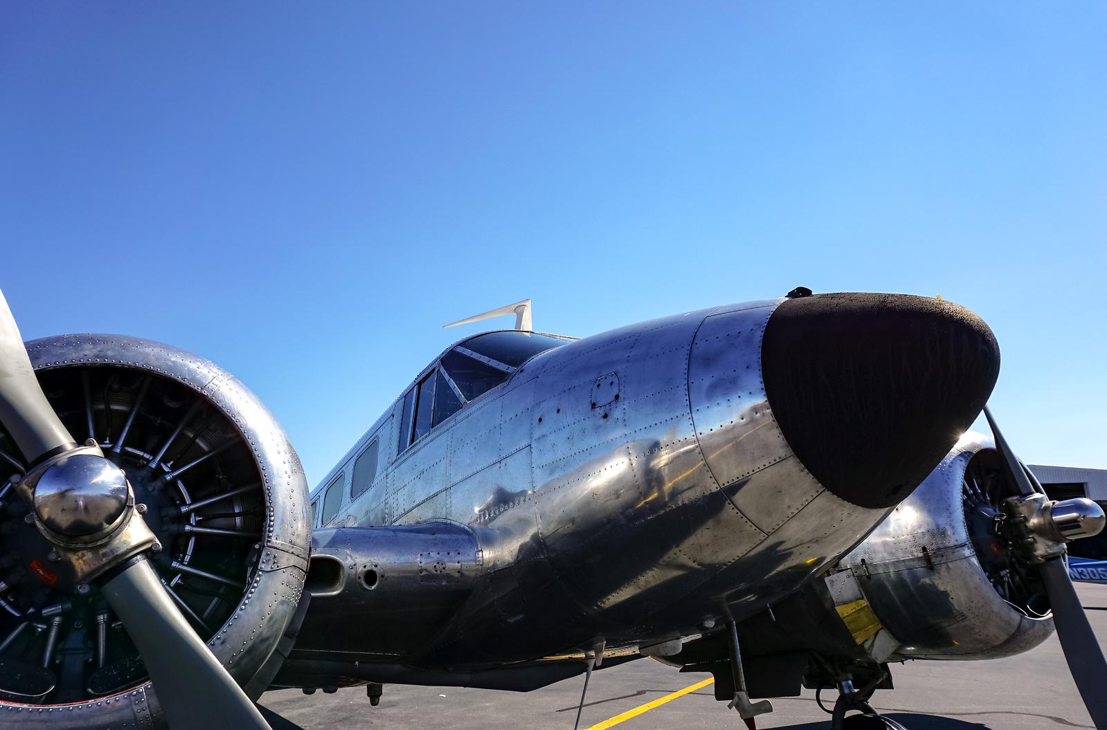 1342 - Airport - Silver Plane