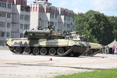 T-80U with PL-1