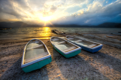 3 Boats and the Sun