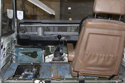 The interior will be refurbished, including two electrically controlled seats from a Peugeot car.
