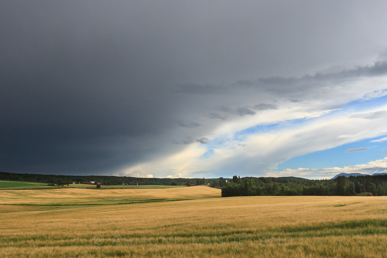 Stormskyer over Ihle mot Raa gård