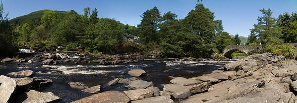 24.07.2011, Schottland, UK,  die -Falls of Dochart- bei Killin im -Loch Lomond & the Trossachs National Park-.