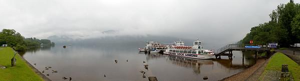 04.08.2011, Tarbet, Schottland, UK., Loch Lomond & the Trossachs National Park. Blick ueber den Loch Lomond bei nebligem Wetter. 220-Grad-Panorama.
