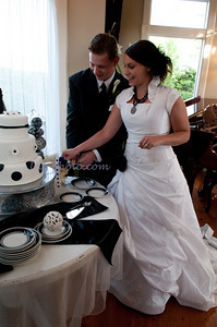 M & L Cutting the Cake-7501
