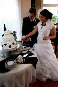 M & L Cutting the Cake-7495