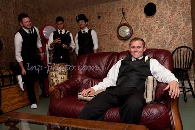 M & L Groom's Room-0688