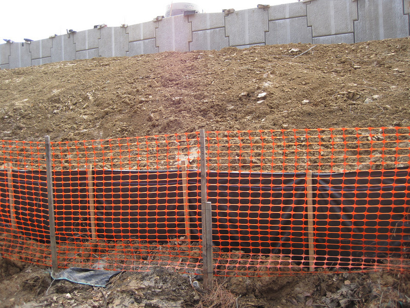 Unconsolidated slopes.  Wakefield Park in northwest quadrant of I-495/Braddock Rd interchange.  16 Feb 2011