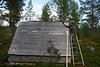 Taket på treteltet skal tettes