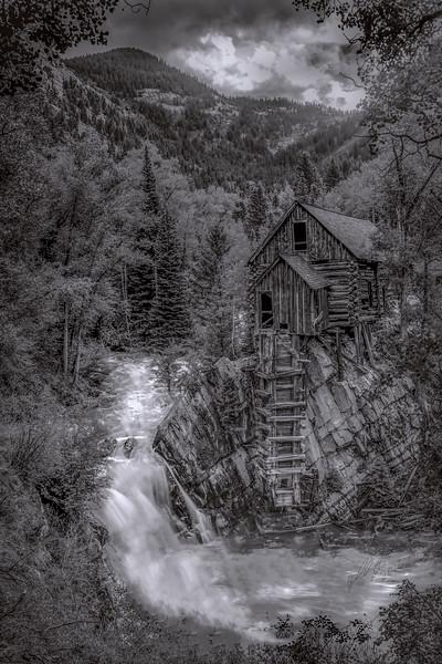 Crystal Mill Black/White