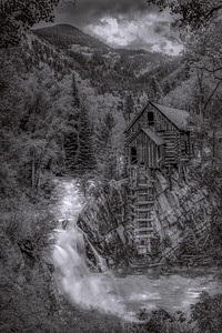 Crystal Mill Black/White