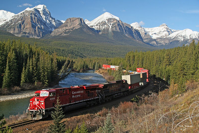 Eastbound Canadian Pacific train at Morant's Curve